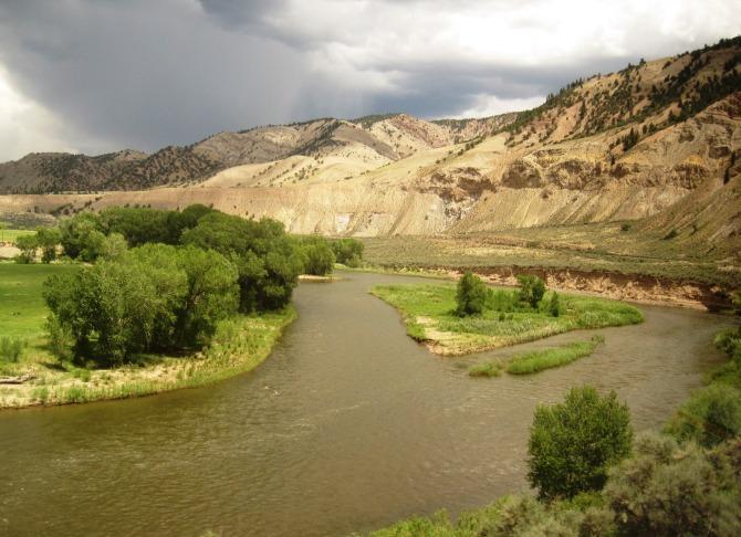 train-rocky-river