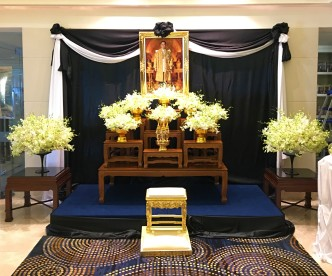 Shrine to King Bhumibol Adulyadej at the Centerpoint Silom Hotel