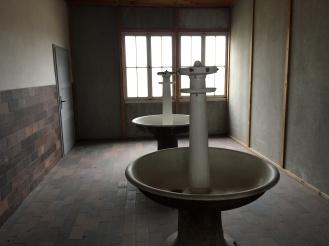 Common bath area