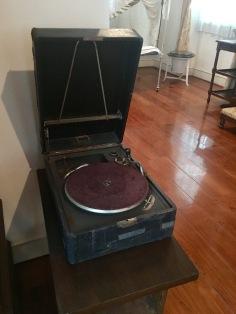 An all gramophone